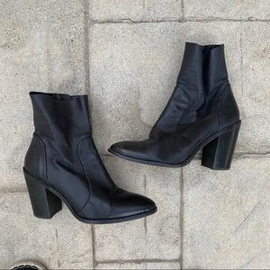 Steve Madden black anckle leather boots size 8